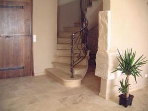 Un escalier en pierre